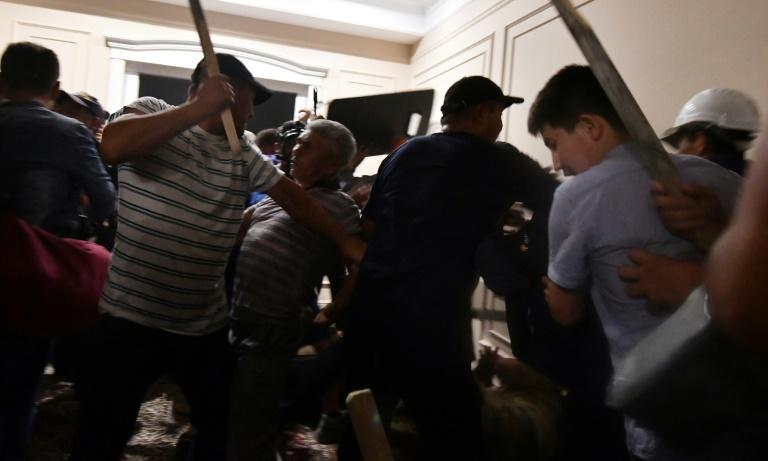 Supporters of Almazbek Atambayev clash with law enforcement officers during a failed attempt to detain the ex-president last week (AFP Photo/Vyacheslav OSELEDKO)