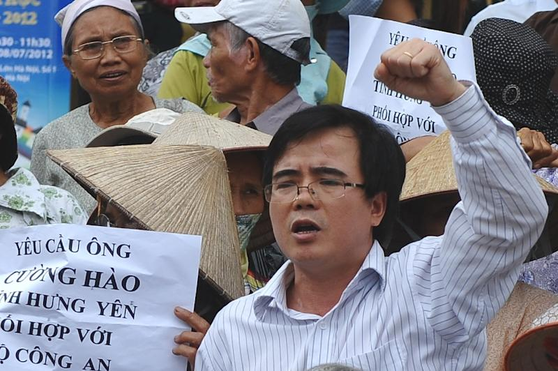 Le Quoc Quan, a Catholic blogger and lawyer, shouts slogans during an anti-China rally in Hanoi on July 8, 2012 (AFP Photo/Hoang Dinh Nam)