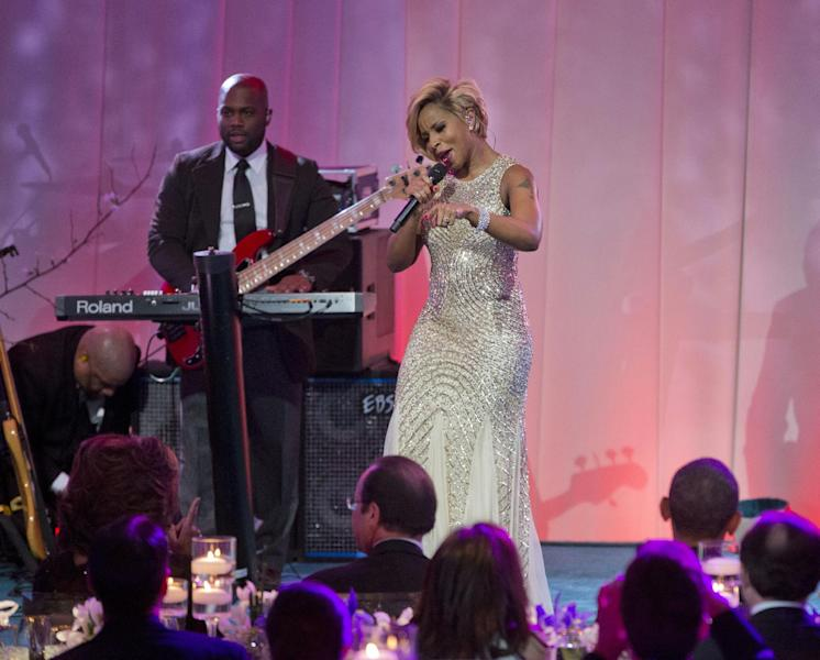 Singer Mary J. Blige performs on stage during the entertainment portion of the State Dinner for French President President Francois Hollande, center, seated with first lady Michelle Obama, left, and President Barack Obama, right, Tuesday, Feb. 11, 2014, on the South Lawn of the White House in Washington. (AP Photo/Pablo Martinez Monsivais)