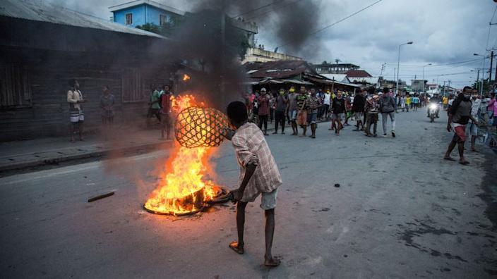 In Toamasina in Madagascar residents clash with riot police on Wednesday after police beat a person who defied lockdown restrictions.