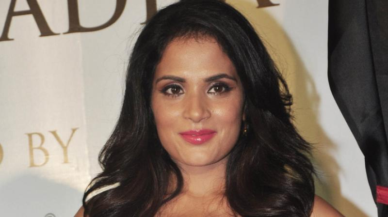 <p>This versatile actor earned her first salary at the age of 12. She performed for Doordarshan and got paid Rs. 200 and a saree. The young girl gave it all to her father. </p>