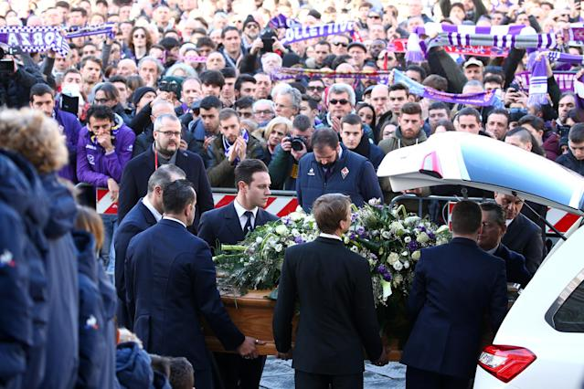 <p>Soccer Football – Davide Astori Funeral – Santa Croce, Florence, Italy – March 8, 2018 Pallbearers carry the casket of Davide Astori REUTERS/Alessandro Bianchi </p>