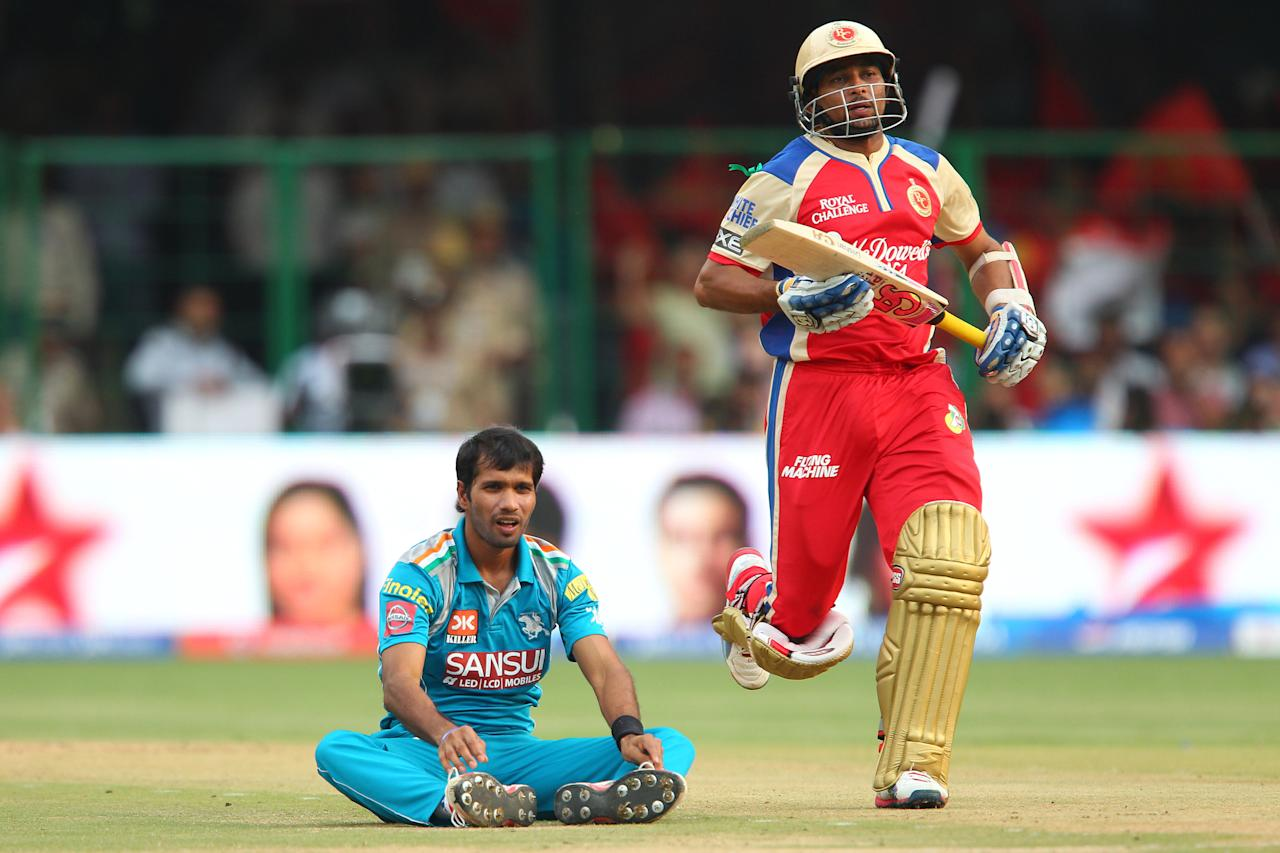 Ashoke Dinda looks on as Tilakaratne Dilshan makes the run  during match 31 of the Pepsi Indian Premier League between The Royal Challengers Bangalore and The Pune Warriors India held at the M. Chinnaswamy Stadium, Bengaluru  on the 23rd April 2013..Photo by Ron Gaunt-IPL-SPORTZPICS ..Use of this image is subject to the terms and conditions as outlined by the BCCI. These terms can be found by following this link:..https://ec.yimg.com/ec?url=http%3a%2f%2fwww.sportzpics.co.za%2fimage%2fI0000SoRagM2cIEc&t=1490647799&sig=Q5SC1zBN25J4WC0Gwm8Nyw--~C