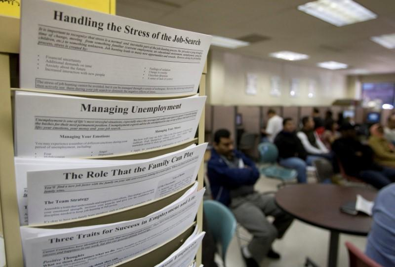 U.S. weekly jobless claims rise modestly; labour market tight