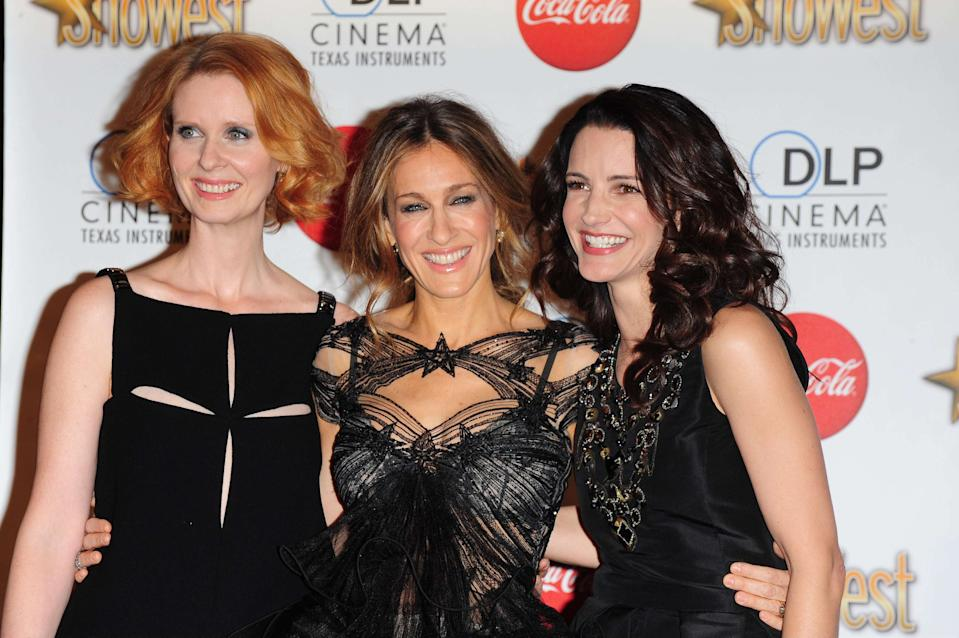 Cynthia Nixon, Sarah Jessica Parker and Kristin Davis, recipients of the Ensemble Award. 18 March 2010, Las Vegas, NV. ShoWest 2010 Awards Ceremony at the Paris Hotel and Casino. Photo Credit: Giulio Marcocchi/Sipa Press./ShoWestAwards_gm.027/1003190627