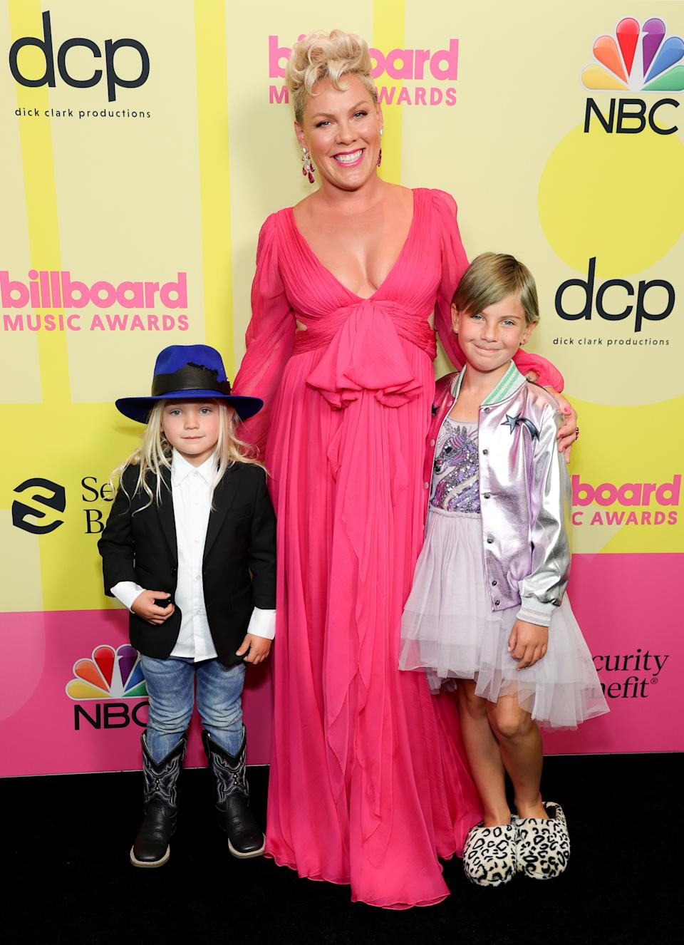 LOS ANGELES, CALIFORNIA - MAY 23: (L-R) In this image released on May 23, Jameson Moon Hart, P!nk, and Willow Sage Hart pose backstage for the 2021 Billboard Music Awards, broadcast on May 23, 2021 at Microsoft Theater in Los Angeles, California. (Photo by Rich Fury/Getty Images for dcp)