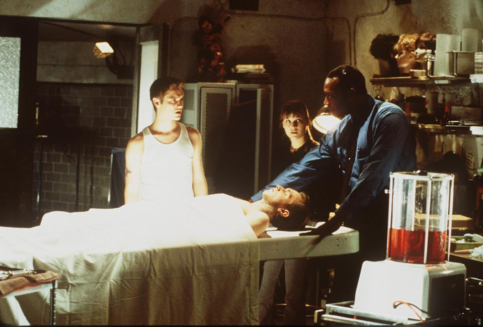 """E366975 2000 (Left To Right) Devon Sawa, Ali Larter, Chad Donella And Tony Todd Star In New Line Cinema's Supernatural Thriller""""Final Destination"""".  (Photo By Getty Images)"""