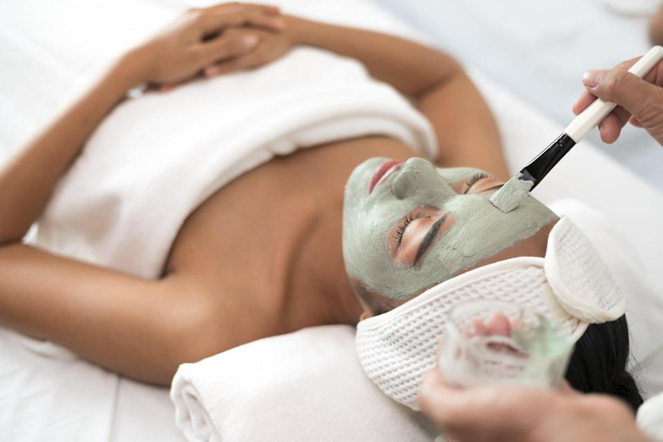 "<p>Depending on the type of facial you're getting at a spa, the price can vary drastically. A good rule of thumb to go by is tipping your aesthetician 18 to 20 percent. ""It also depends on how much you enjoyed your treatment,"" said <a href=""https://www.instagram.com/sai_demiri/?hl=en"" class=""link rapid-noclick-resp"" rel=""nofollow noopener"" target=""_blank"" data-ylk=""slk:Saime Demirovic"">Saime Demirovic</a>, co-founder of <a href=""https://www.glospany.com/"" class=""link rapid-noclick-resp"" rel=""nofollow noopener"" target=""_blank"" data-ylk=""slk:GLO Spa NY"">GLO Spa NY</a>. ""The amount someone leaves as a tip can really send a message of how they felt about their facial."" </p> <p>Keep in mind that if you arrive late (to any treatment, for that matter), you may want to tip a little extra to show your appreciation. ""It probably means your esthetician is forfeiting their lunch break for you,"" she said. </p>"