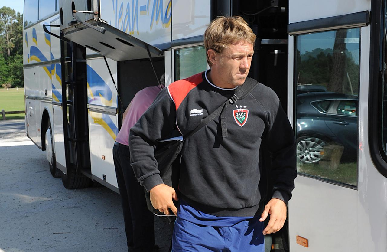 Toulon's fly-half Johnny Wilkinson arrives for a training session, on June 5, 2012 at the Gilbert Moga stadium in La Teste-de-Buch, southwestern France, prior to the French Top 14 rugby union final match against defending champions Toulouse. The final will be held at the Stade de France, near Paris, on June 9, 2012. AFP PHOTO PIERRE ANDRIEUPIERRE ANDRIEU/AFP/GettyImages