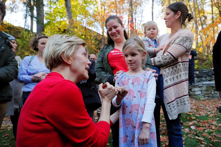 Sen. Elizabeth Warren does a pinkie promise with 6-year-old Nora Showalter after a town hall in Hanover, N.H., on Oct. 24. (Photo: Brian Snyder/Reuters)