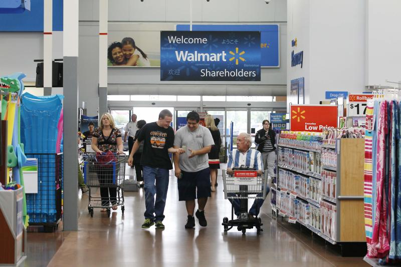 A Walmart Supercenter in Rogers, Arkansas in this June 6, 2013 file photo. Wal-Mart Stores Inc on Thursday reported lower-than-expected quarterly revenue, hurt by an unexpected decline in U.S. comparable sales and what the company called a competitive retail environment. REUTERS/Rick Wilking/Files (UNITED STATES - Tags: BUSINESS)
