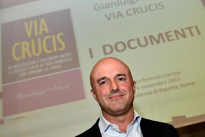 """Italian journalist Gianluigi Nuzzi poses during a press conference to promote the release of his book """"Via Crucis"""" on November 4, 2015 (AFP Photo/Alberto Pizzoli)"""