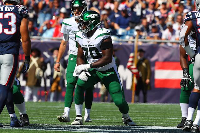 New York Jets guard Kelechi Osemele and the team are feuding over his shoulder injury. (Rich Graessle/Getty Images)
