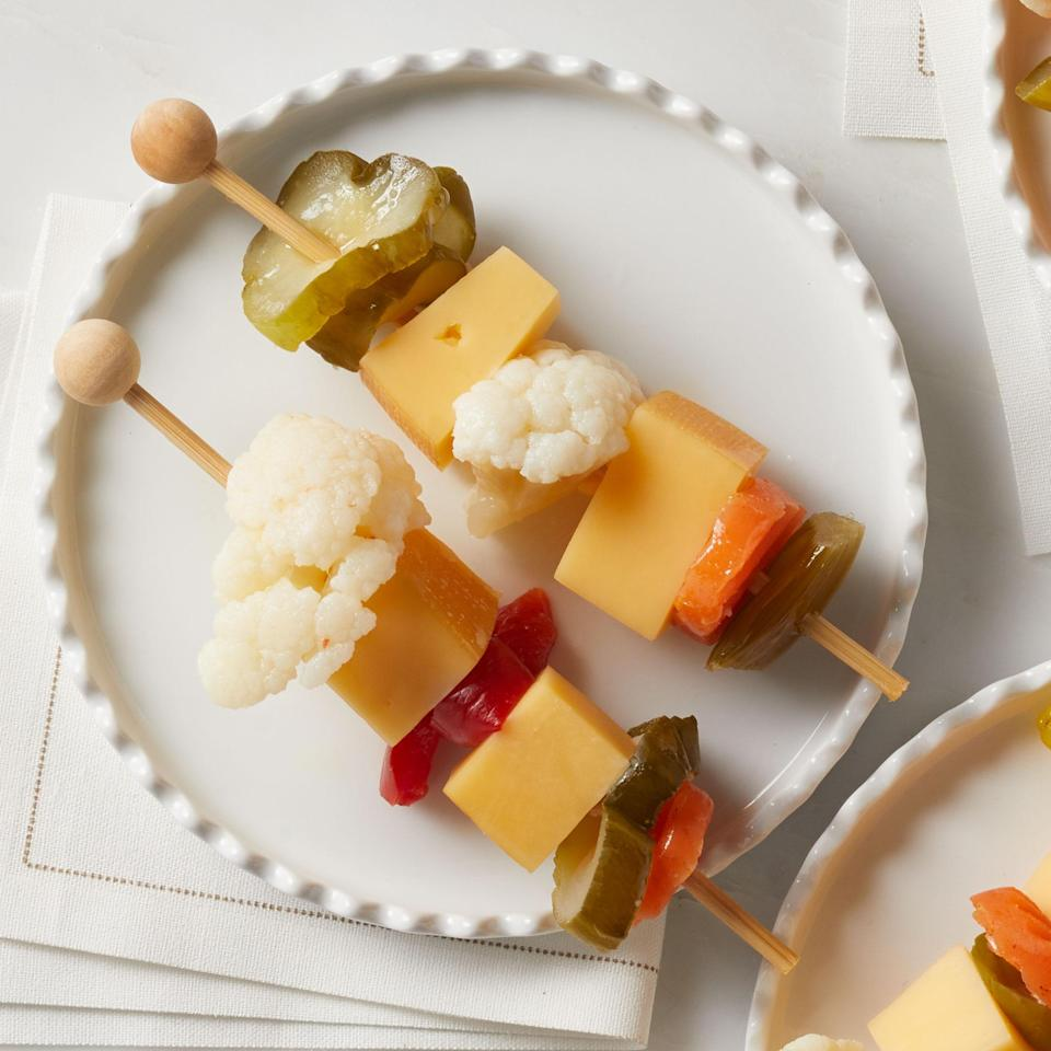 <p>Crunchy pickled vegetables pair perfectly with creamy Gouda with a hint of smoke.</p>