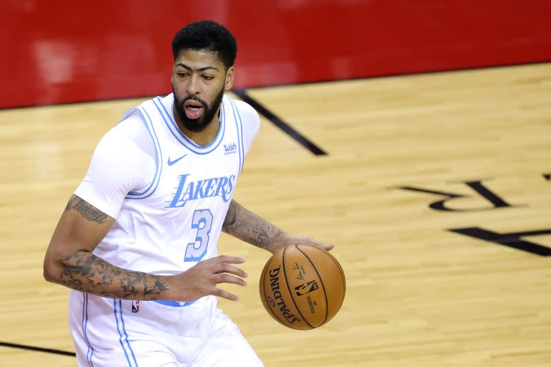 Anthony Davis helps Lakers trounce Rockets