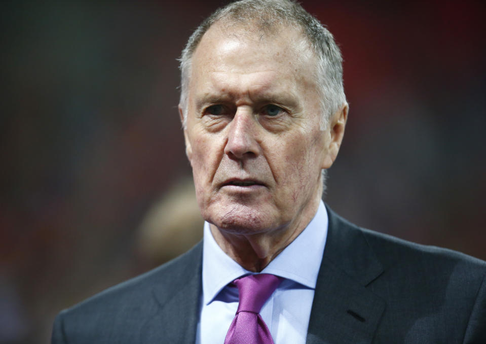Sir Geoff Hurst wants the FA to take more serious action after a number of his World Cup winning team-mates from 1966 were diagnosed with dementia