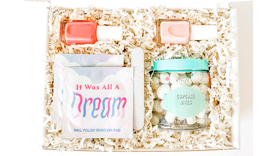 Gifts for new parents: Hello Marlowe manicure kit