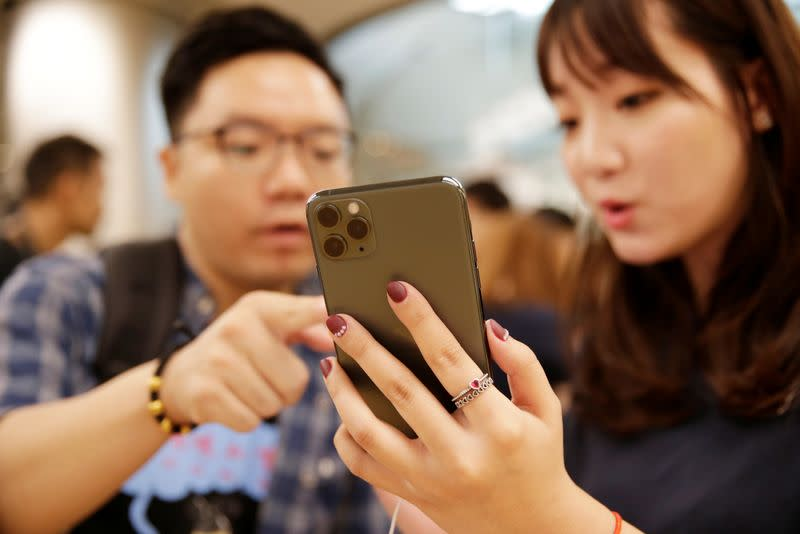 Apple's China iPhone shipments fall 35% in November - Credit Suisse