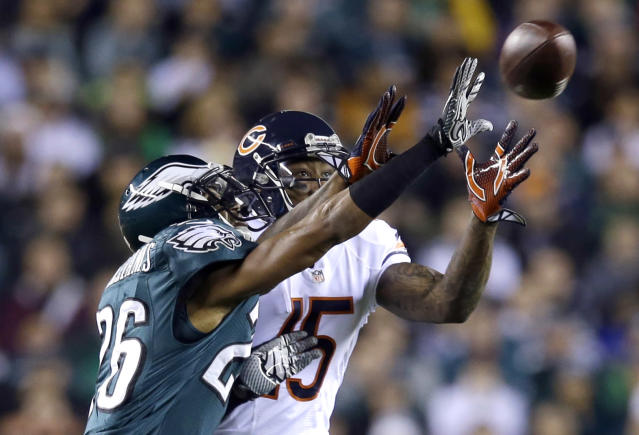 Philadelphia Eagles' Cary Williams, left, breaks up a pass intended for Chicago Bears' Brandon Marshall during the first half of an NFL football game, Sunday, Dec. 22, 2013, in Philadelphia. (AP Photo/Michael Perez)
