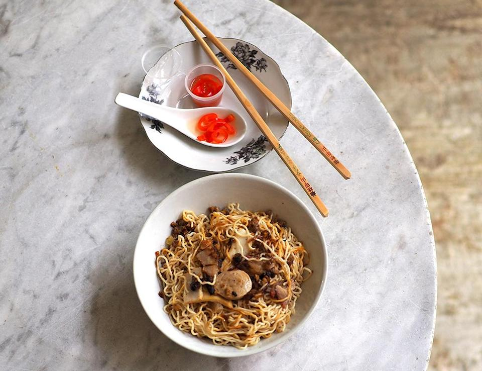 The 'kolo mee' is incredibly fragrant with the use of fried shallots and lard that will have you slurping down the thin egg noodles quickly.