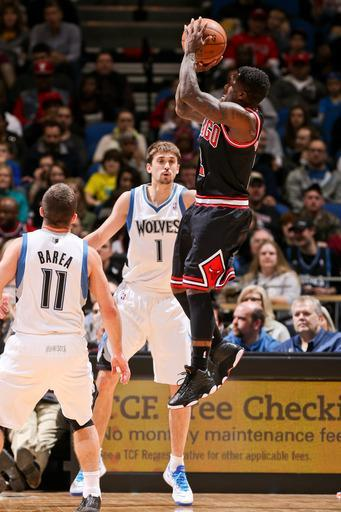 MINNEAPOLIS, MN - MARCH 24: Nate Robinson #2 of the Chicago Bulls shoots against J.J. Barea #11 and Alexey Shved #1 of the Minnesota Timberwolves on March 24, 2013 at Target Center in Minneapolis, Minnesota. (Photo by David Sherman/NBAE via Getty Images)