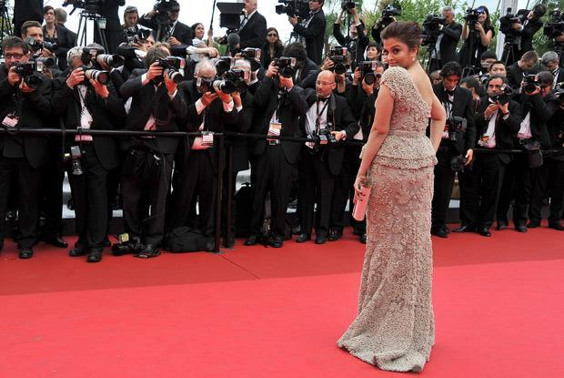 Ash, who is at Cannes for her 10 th consecutive time poses like a veteran.
