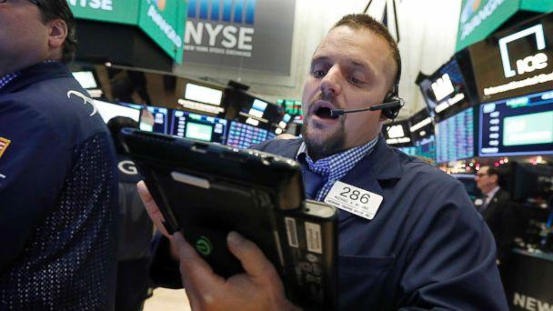 Dow Jones Plunges by 800 Points after Market Rally