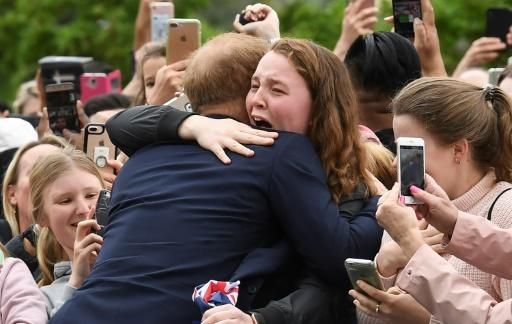 Fans face rain to greet Prince Harry and Meghan in Melbourne