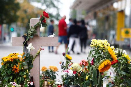 A makeshift memorial is seen at the crime scene where a German man was stabbed in Chemnitz, Germany September 1, 2018. REUTERS/Hannibal Hanschke