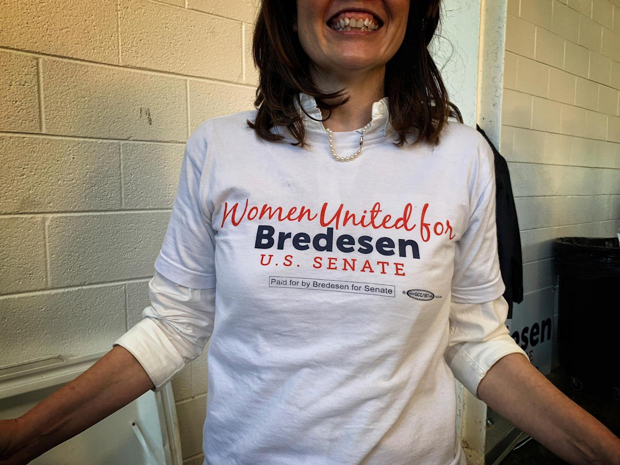 """A volunteer wears a """"Women United for Bredesen"""" shirt at an event in Kingsport, Tenn. (Photo: Holly Bailey/Yahoo News)"""