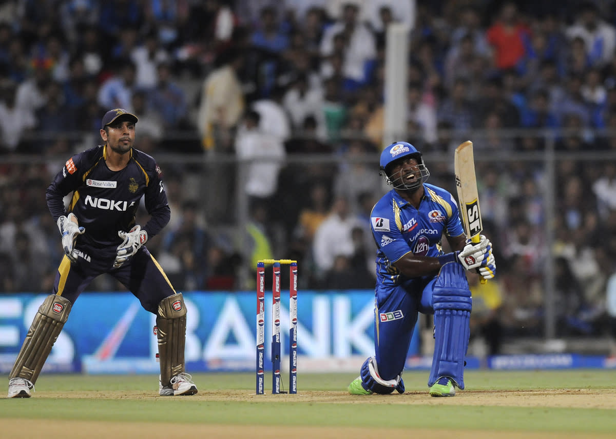 Dwayne smith of Mumbai Indians bats during match 53 of the Pepsi Indian Premier League ( IPL) 2013  between The Mumbai Indians and the Kolkata Knight Riders held at the Wankhede Stadium in Mumbai on the 7th May 2013 ..Photo by Pal Pillai-IPL-SPORTZPICS  ..Use of this image is subject to the terms and conditions as outlined by the BCCI. These terms can be found by following this link:..https://ec.yimg.com/ec?url=http%3a%2f%2fwww.sportzpics.co.za%2fimage%2fI0000SoRagM2cIEc&t=1506165002&sig=9qtPZWZ3zEDFKlheyRXX5A--~D