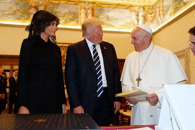 <p>President Donald Trump and first lady Melania Trump meet with Pope Francis, Wednesday, May 24, 2017, at the Vatican. (Photo: Evan Vucci/AP) </p>