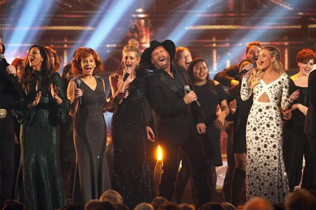 <p>Hillary Scott, Reba McEntire, Faith Hill, Garth Brooks and Kelsea Ballerini perform onstage at the 51st annual CMA Awards at the Bridgestone Arena on November 8, 2017 in Nashville, Tennessee. (Photo by Terry Wyatt/FilmMagic) </p>