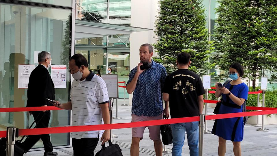 Benjamin Glynn arriving at the State Courts on 2 July without a mask on. (PHOTO: Yahoo News Singapore/Wan Ting Koh))