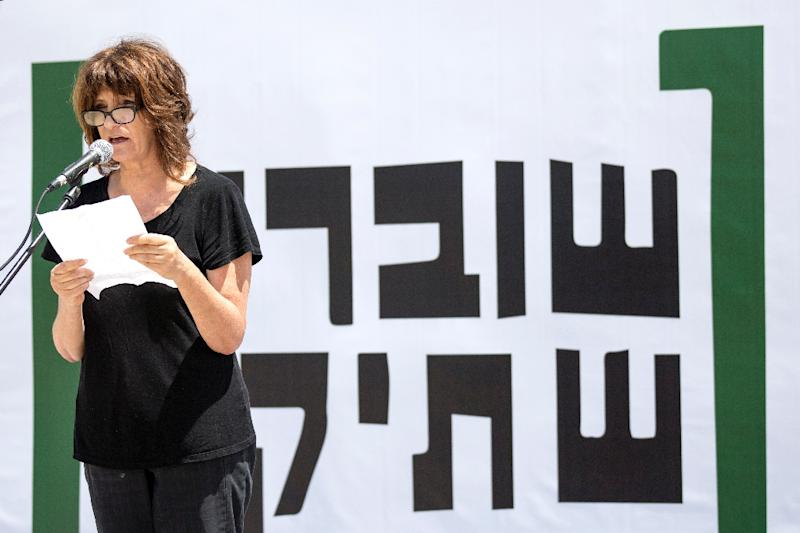 """A woman reads testimonies during a gathering held on May 6, 2014 in the Israeli coastal city of Tel Aviv to commemorate the 10th anniversary of the Israeli NGO """"Breaking the Silence"""" (AFP Photo/Jack Guez)"""