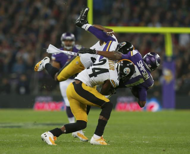 Minnesota Vikings wide receiver Jerome Simpson (R) is brought down by Pittsburgh Steelers cornerback Ike Taylor and another defender in the second quarter during their NFL football game at Wembley Stadium in London, September 29, 2013. REUTERS/Suzanne Plunkett (BRITAIN - Tags: SPORT FOOTBALL)