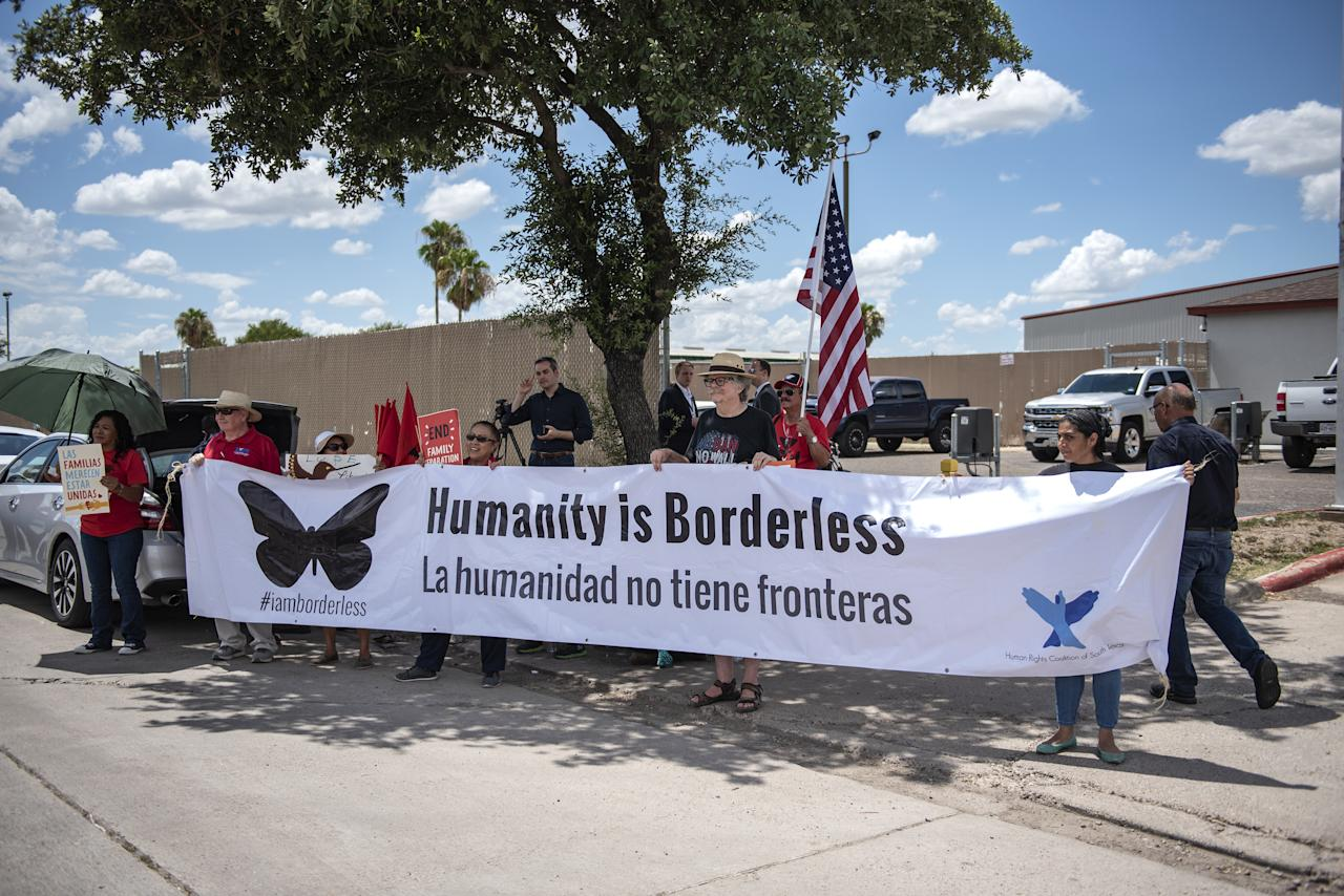 "<p>Demonstrators hold a large banner that reads ""Humanity Is Borderless,"" outside of a U.S. Border Patrol station in McAllen, Texas, U.S., on June 17, 2018. Democrats escalated their attacks on U.S. President Donald Trump's policy of separating immigrant children from parents who illegally cross the Mexican border, as public outrage over the practice balloons into an election-year headache for Republicans. (Photo from Sergio Flores/Bloomberg) </p>"