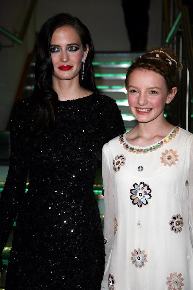 """Eva Green and Dakota Blue Richards at """"The Golden Compass"""" world premiere at the Odeon Leicester Square in London, England. Davidson/<a href=""""http://www.infdaily.com"""" target=""""new"""">INFDaily.com</a> - November 27, 2007"""