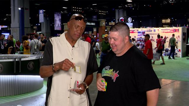 Fergie Jenkins opens 1981 Fleer baseball cards and talks about players he knows. (Yahoo Sports)
