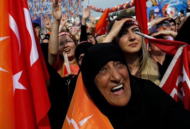 Supporters of Turkish President Tayyip Erdogan attend an election rally in Istanbul, Turkey June 22, 2018. REUTERS/Umit Bektas TPX IMAGES OF THE DAY