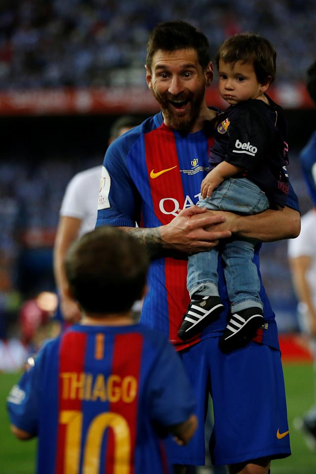 Football Soccer - FC Barcelona v Deportivo Alaves - Spanish King's Cup Final - Vicente Calderon Stadium, Madrid, Spain - 27/5/17 Barcelona's Lionel Messi celebrates with his children at the end of the matchReuters / Susana Vera