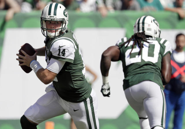 FILE - In this Sunday, Sept. 16, 2018, file photo, New York Jets' Sam Darnold (14) rolls out during the first half of an NFL football game against the Miami Dolphins in East Rutherford, N.J. Darnold didnt have exactly what the Browns were looking for in a franchise quarterback. They passed on him and took Baker Mayfield with the No. 1 overall pick instead. On Thursday night, Darnold gets to show Cleveland if it made another mistake. (AP Photo/Julio Cortez, File)