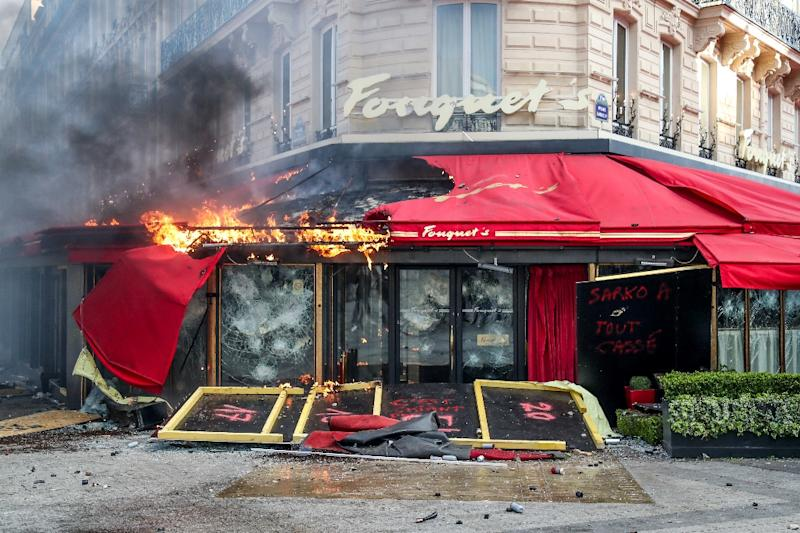 "The restaurant ""Le Fouquet's"" on the Champs-Elysees was set pm fire (AFP Photo/Zakaria ABDELKAFI)"