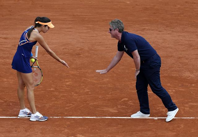 Serbia's Ana Ivanovic, left, argues over a referee decision as she plays Lucie Safarova of the Czech Republic during their third round match of the French Open tennis tournament at the Roland Garros stadium, in Paris, France, Saturday, May 31, 2014. (AP Photo/David Vincent)