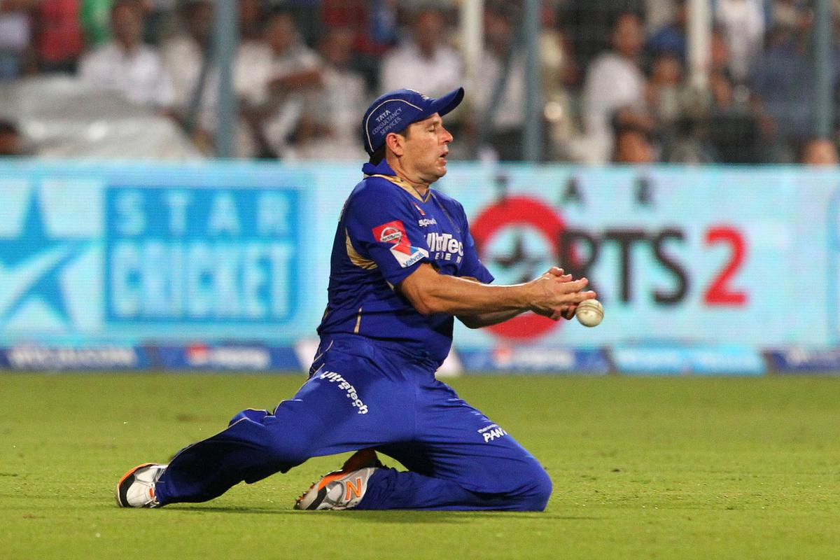 Brad Hodge fails to take the catch during the 2nd Qualifying match of the Pepsi Indian Premier League between The Rajasthan Royals and the Mumbai Indians  held at the Eden Gardens Stadium in Kolkata on the 24th May 2013..Photo by Ron Gaunt-IPL-SPORTZPICS      ..Use of this image is subject to the terms and conditions as outlined by the BCCI. These terms can be found by following this link:..https://ec.yimg.com/ec?url=http%3a%2f%2fwww.sportzpics.co.za%2fimage%2fI0000SoRagM2cIEc&t=1490779606&sig=RWjDfGJqRtP5m_7fmqvgSQ--~C