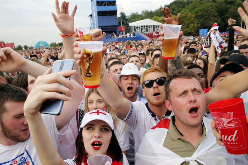 England fans cheer as they watch the Russia 2018 World Cup play-off for third place football match between Belgium and England at Moscow's fan zone on July 14, 2018. (Photo by Maxim ZMEYEV / AFP) / RESTRICTED TO EDITORIAL USE - NO MOBILE PUSH ALERTS/DOWNLOADS (Photo credit should read MAXIM ZMEYEV/AFP/Getty Images)