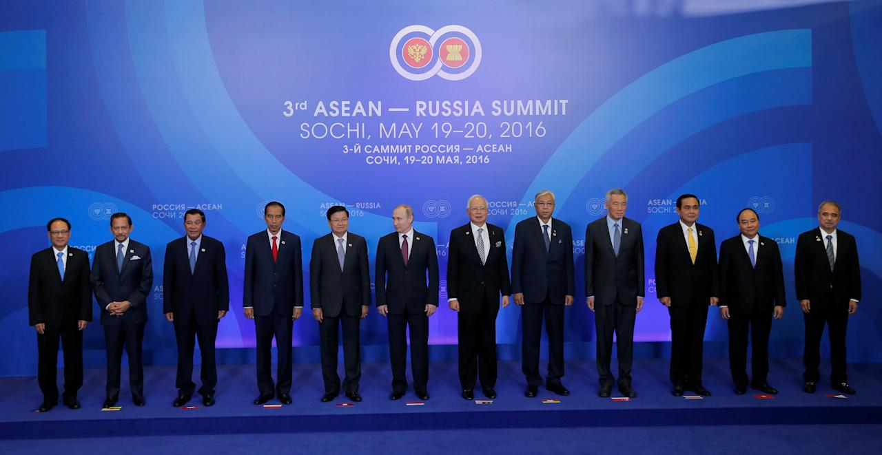 (L-R) ASEAN Secretary General Le Luong Minh, Sultan of Brunei Hassanal Bolkiah, Cambodia's Prime Minister Hun Sen, Indonesian President Joko Widodo, Laos' Prime Minister Thongloun Sisoulith, Russian President Vladimir Putin, Malaysia's Prime Minister Najib Razak, Myanmar's President Htin Kyaw, Singapore's Prime Minister Lee Hsien Loong, Thai Prime Minister Prayuth Chan-ocha, Vietnam's Prime Minister Nguyen Xuan Phuc and Philippine Secretary of Science and Technology Mario Montejo pose for a family photo during a welcoming ceremony for heads of the delegations at the Russia-ASEAN summit in Sochi, Russia, May 20, 2016. REUTERS/Yuri Kochetkov/Pool