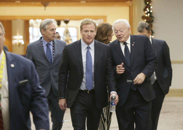 NLF commissioner Roger Goodell (left) and Dallas Cowboys owner Jerry Jones made nice in front of reporters at the league's winter meetings on Wednesday. (AP)