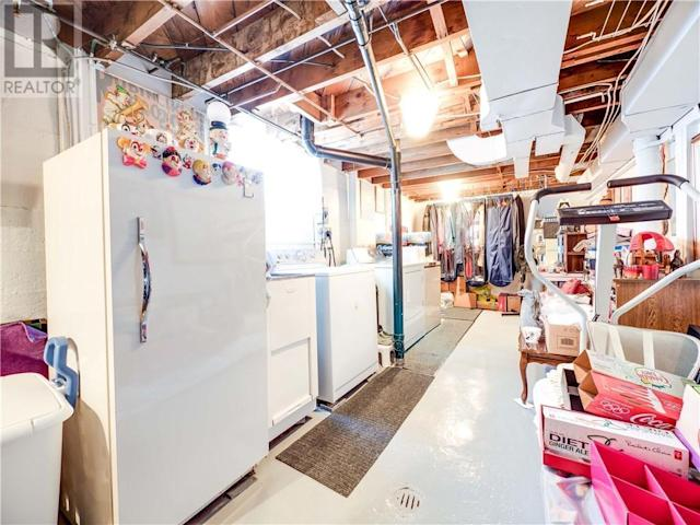 <p>Even the storage and laundry area isn't without a couple clown-themed touches. (Zoocasa) </p>