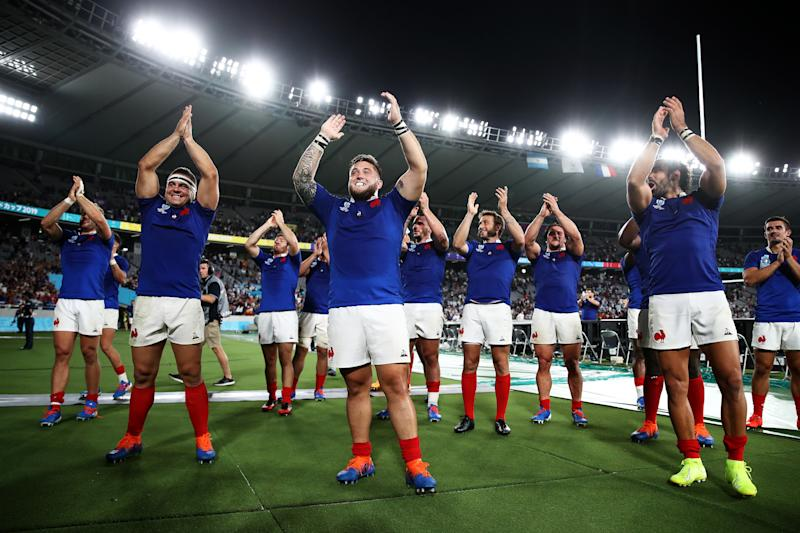 Cyril Baille and France players applaud fans after their victory. (Credit: Getty Images)